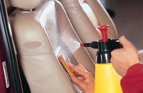 Чем чистить сиденья автомобиля