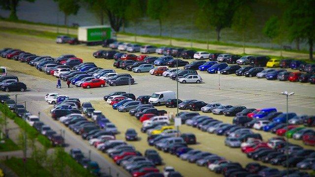 Безопасная парковка: четыре правила водителя
